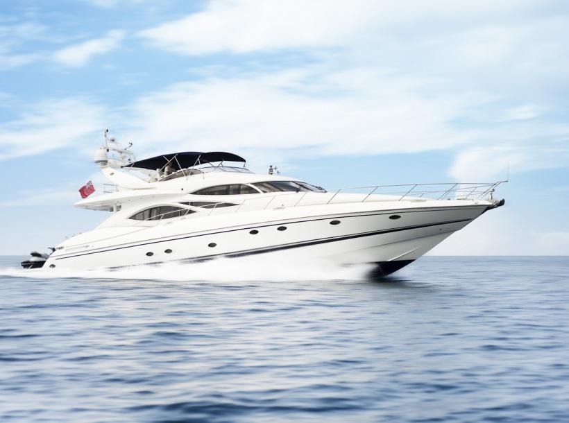 Yacht charter SUNSEEKER MANHATTAN 84. Builder: SUNSEEKER
