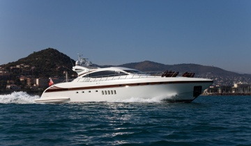 Location de yacht Mangusta 92