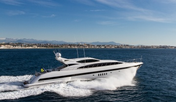 Location de yacht Mangusta à Saint Tropez