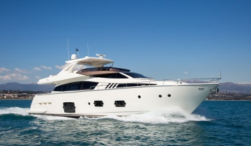 Location de yacht Ferretti 800