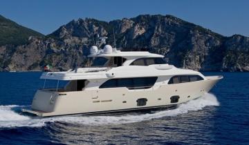 Location de yacht FERRETTI Custom Line Navetta 26M