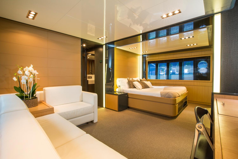 location yacht riva 86 domino